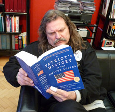Euro star Leslie Mandoki with A Patriot's History of the US